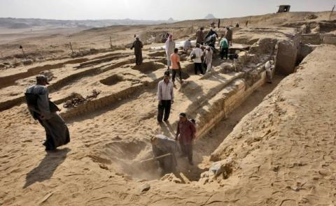 A series of Egyptian tombs dating back about 2,000 years, to the time when the Romans controlled Egypt, have been discovered at Bir esh-Shaghala in the Dakhla Oasis in Egypt, the Egyptian antiquities ministry announced. Five of the tombs were discovered recently, while eight others were found within the past six excavation seasons.