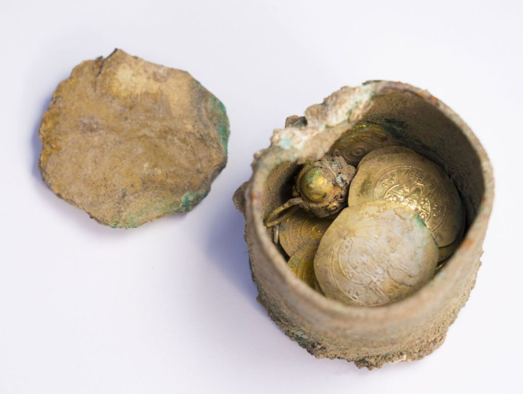 The bronze pot with gold earring inside. Photo: Yaniv Berman, courtesy of the Caesarea Development Corporation.