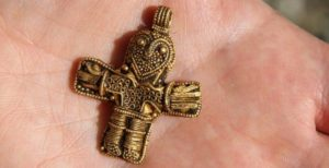 A stunning, solid gold crucifix unearthed by a hobbyist with a metal detector may be the oldest Jesus on a cross in Denmark.