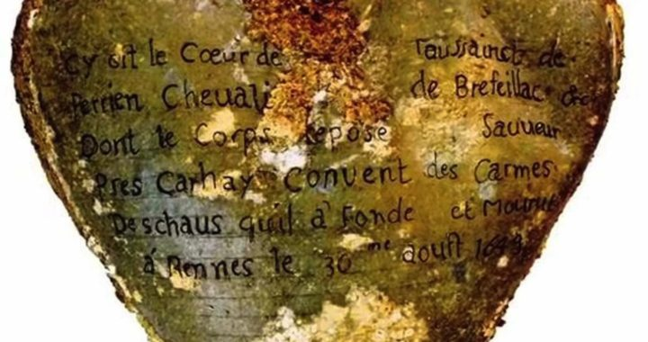 Archaeologist 400-year-old embalmed hearts found under French convent