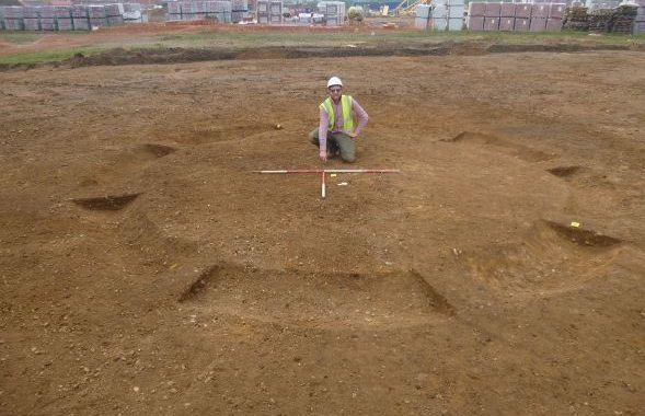 Bronze Age Burials Found at schools' site in England