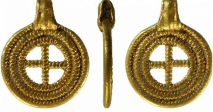 Anglo-Saxon gold pendant found in Norfolk, England. declared to be a treasure
