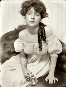 Miss N (Portrait of Evelyn Nesbit by Gertrude Käsebier), 1903