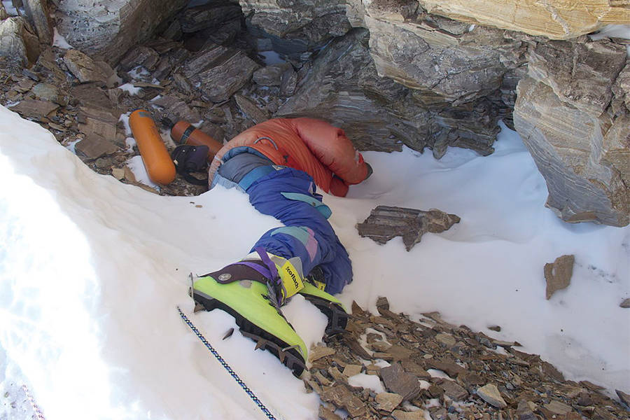 As Everest Melts, Bodies Are Emerging From the Ice