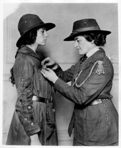 Juliette officiates a Girl Scout.