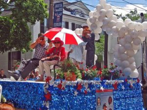 George Mendonsa and Greta Friedman, guests of honor at the Bristol, Rhode Island, July 4th parade in 2009.