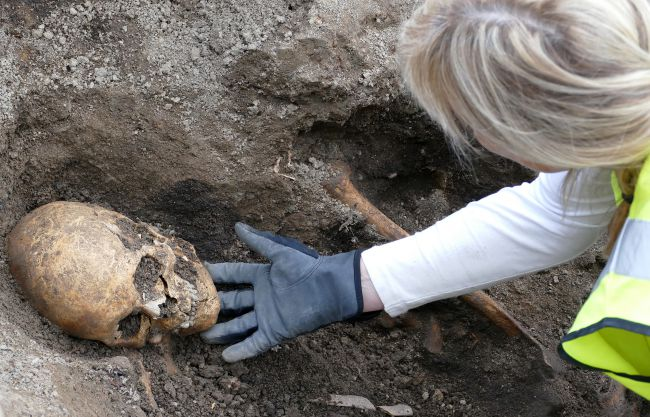 Wonderfully Protected Viking Boat Tomb and Skeletons Unearthed in Sweden