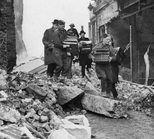 Soldiers help clerks salvage books after the Fire Blitz in 1940