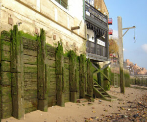 Though Execution Dock is long gone, this gibbet is still maintained on the Thames foreshore by the Prospect of Whitby public house