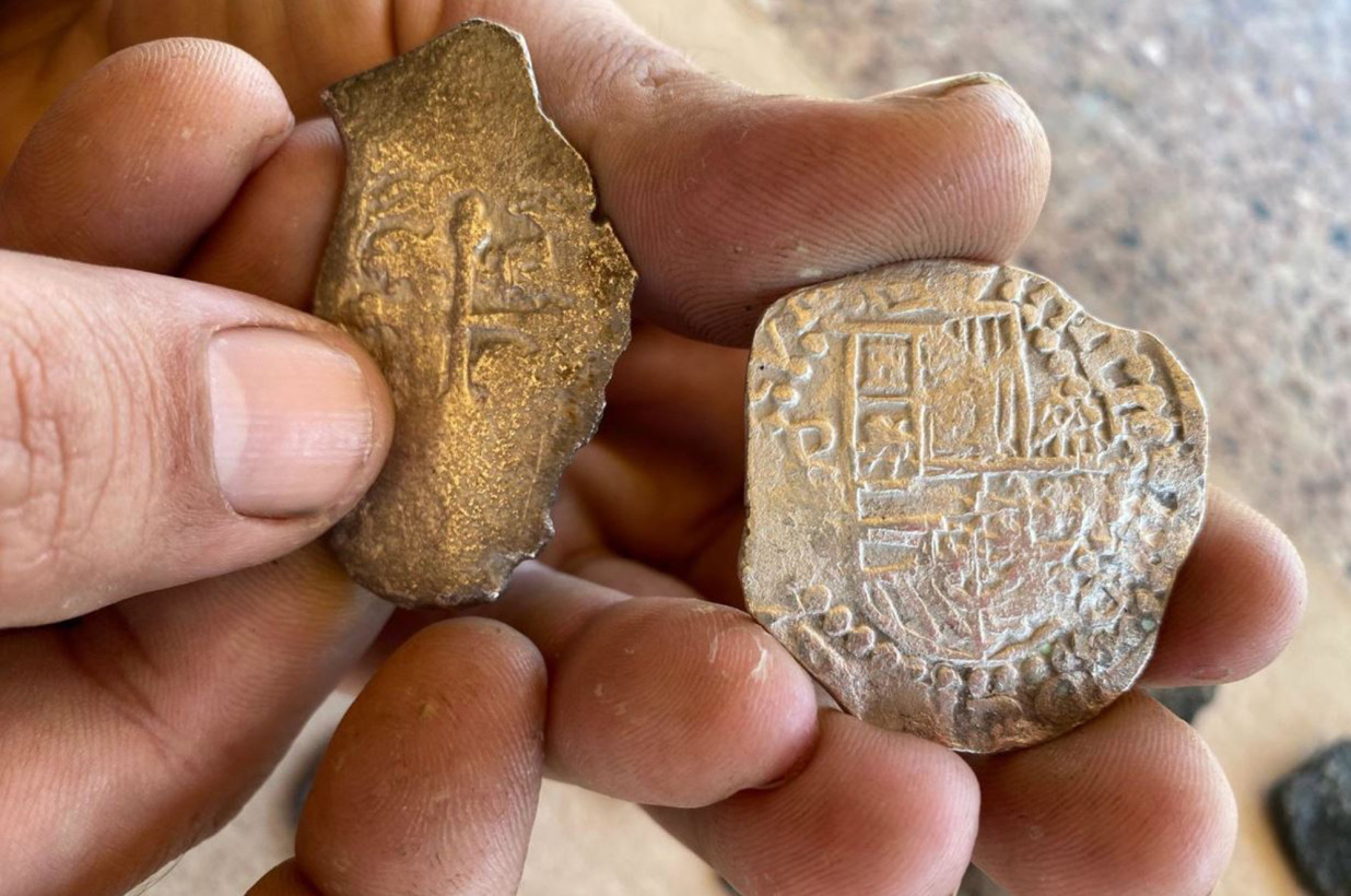 Treasure hunters find Spanish coins from 1715 shipwreck on Florida beach