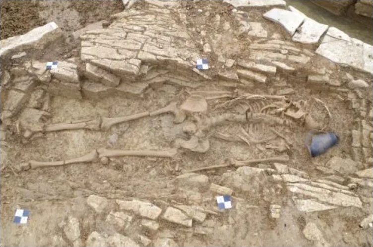 50 Roman Slaves Found Buried with Care at Roman villa in London