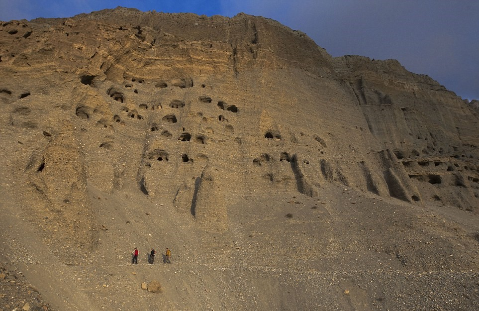 Ancient kingdom discovered in Nepal where thousands of caves are carved 155ft off the ground