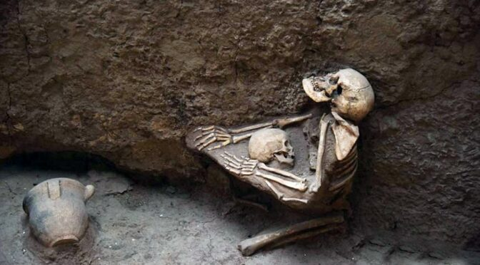 Archaeologists found 4,000-year-old skeleton of a mother with her child in china