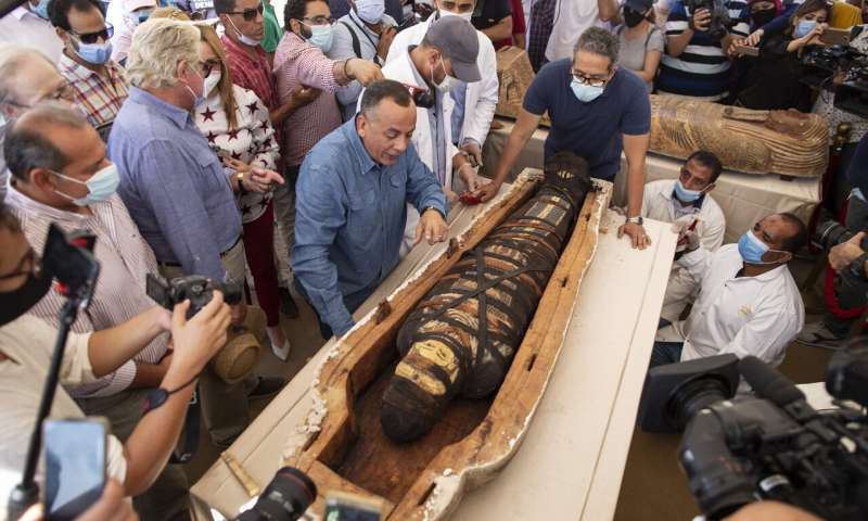 Egypt identifies the 59 ancient coffins discovered near the pyramids of Saqqara