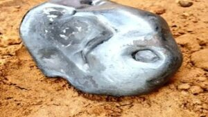 Meteorite like object falls in Sanchor area in Jalore district at 7 AM on Friday, (June 19, 2020 ) The object weighs 2.78 Kg approx As per geologists, it is a metallic meteorite – very rare and most valuable.
